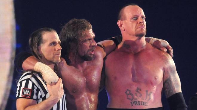 WWE-Vorstand Triple H (M.) war bei WrestleMania dreimal Gegner des Undertaker (r., mit Shawn Michaels)