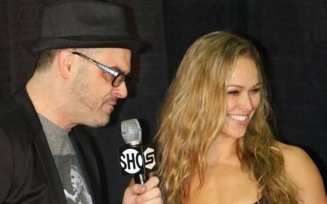 Mauro Ranallo bei einem Interview mit Ronda Rousey