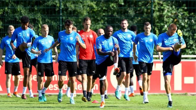 Zweite Liga: Kein Trainer - Holstein Kiel muss Saisonstart verschieben, Holstein Kiel steht derzeit noch ohne Trainer da