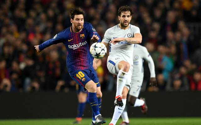 BARCELONA, SPAIN - MARCH 14:  Lionel Messi of Barcelona battles for possesion with Cesc Fabregas of Chelsea during the UEFA Champions League Round of 16 Second Leg match FC Barcelona and Chelsea FC at Camp Nou on March 14, 2018 in Barcelona, Spain.  (Photo by Shaun Botterill/Getty Images)