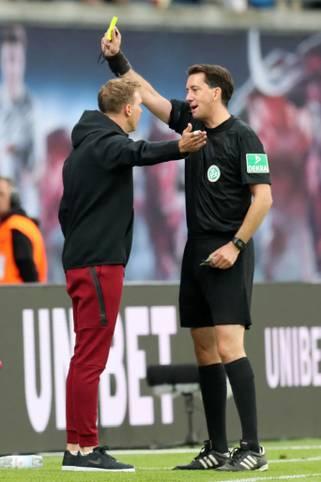 Seit dieser Saison gibt es Verwarnungen für Trainer in der 1. und 2. Bundesliga. Für Gelb-Rote und Rote Karten werden die Übungsleiter ebenso für (mindestens) ein Spiel gesperrt wie nach insgesamt vier gesammelten Gelben Karten