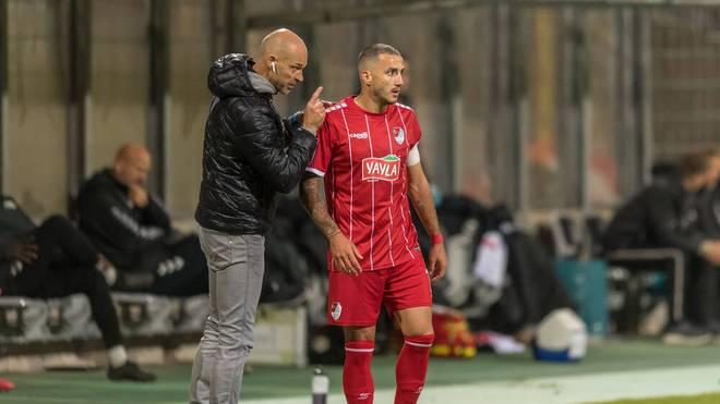Aufsteiger Türkgücü München (im Bild Trainer Alexander Schmidt, l., mit Sercan Sararer) überzeugt bisher in der Liga.
