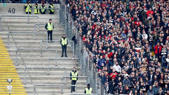 Gegen den FC Bayern musste ein Teil der Zuschauertribünen in Frankfurt frei bleiben