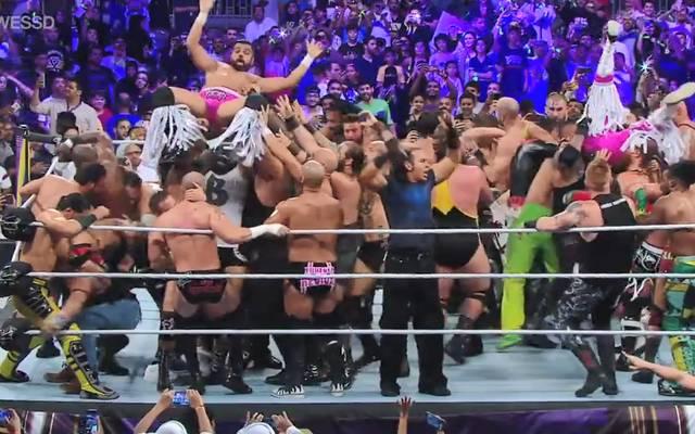 Bei WWE Super ShowDown messen sich 50 Wrestler auf einmal
