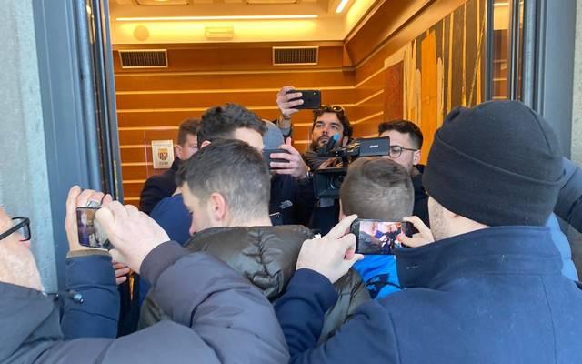 Handys und Kameras begleiteten Diego Demme nach seiner Ankunft in Rom auf Schritt und Trit