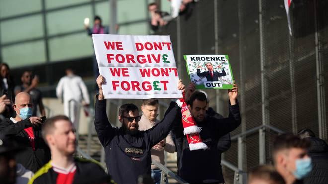 Fans des FC Arsenal protestierten gegen Stan Kroenke