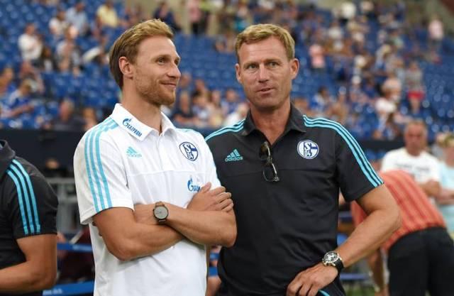 Ingo Anderbrügge(r. mit Benedikt Hoewedes) gehört zur Gruppe, die Ralf Rangnick zu Schalke 04 holen will