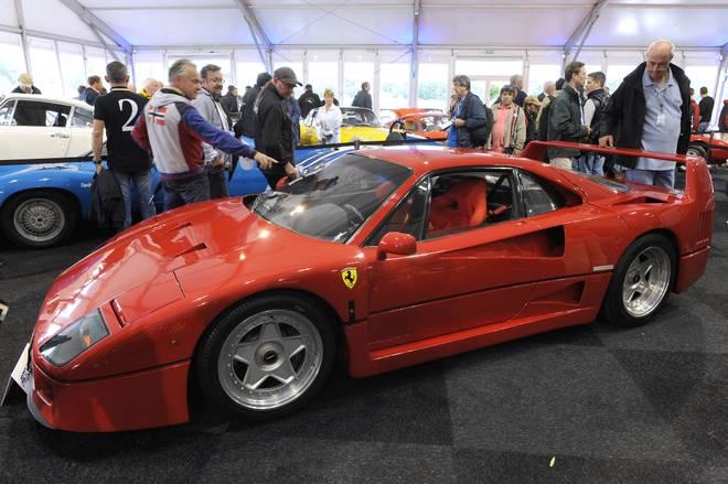 Von einem Ferrari F40 (hier ein neueres Model) musste sich Alesi trennen