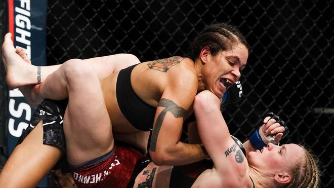 Amanda Nunes gewinnt gegen Valentina Shevchenkobeim UFC 215