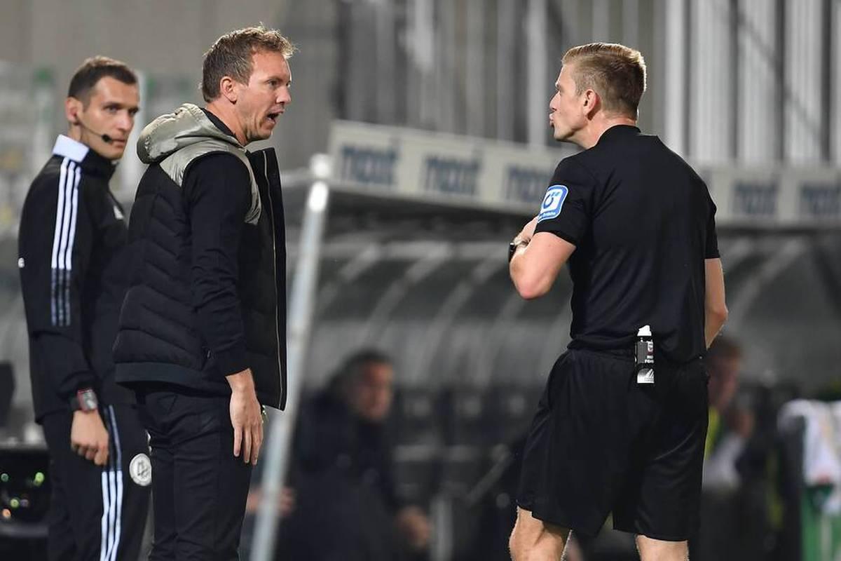 Bayern-Coach Julian Nagelsmann sah Gelb wegen Reklamierens