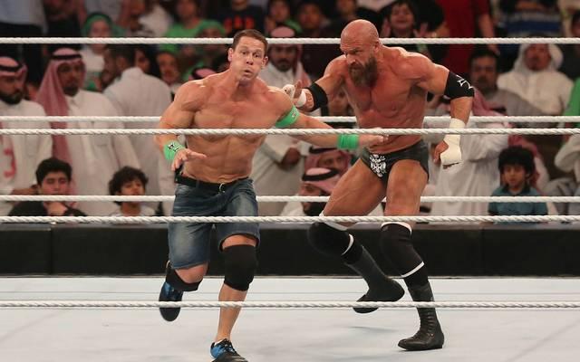 Die WWE-Topstars John Cena (l.) und Triple H bei einem Wrestling-Duell 2018