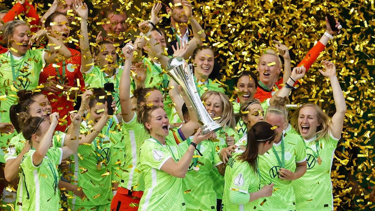 Kapitänin Alexandra Popp jubelte über den siebten Pokalsieg in Serie