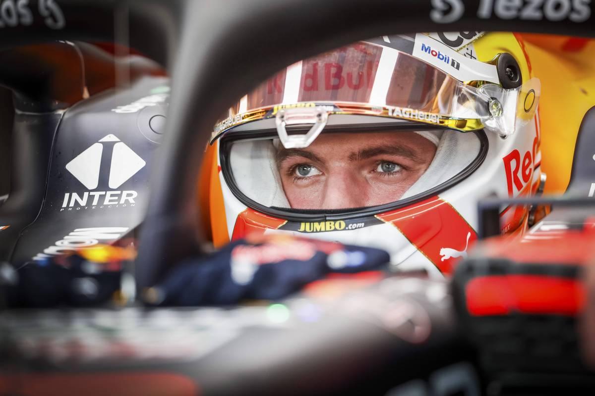Max Verstappen und Lewis Hamilton liefern sich bereits im Training zum USA-GP ein heißes Duell. Der Niederländer wird dabei ausfallend und von der Formel 1 zensiert.