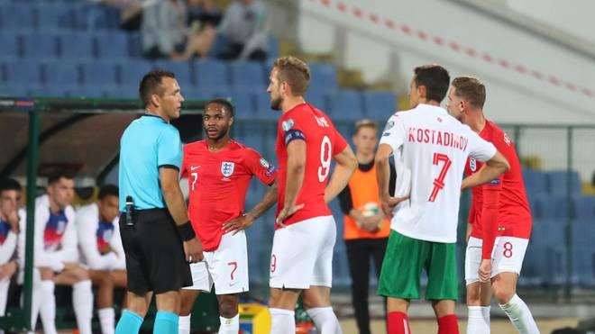 Raheem Sterling (2.v.l.) wurde während des Spiels mehrfach rassistisch beleidigt