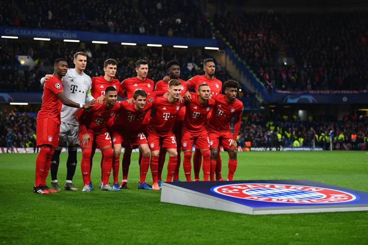 Der FC Bayern steht mit einem Bein im Viertelfinale nach einem deutlichen Sieg über den FC Chelsea.