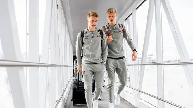 Die beiden Norweger Erling Braut Haaland (r.) und Martin Ödegaard (l.) sind die großen Saison-Überraschungen