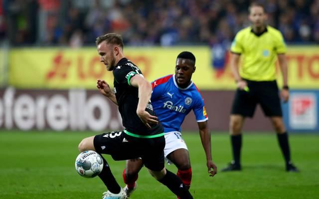 Cedric Teuchert (l.) kämpft mit Hannover gegen den Abstieg