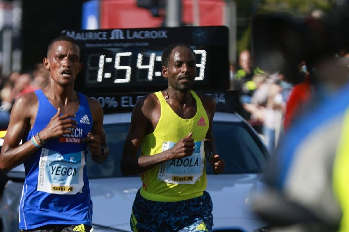 Kenenisa Bekele hofft beim Berlin-Marathon auf einen neuen Weltrekord, wird dann aber geschlagen. Es gewinnt sein Landsmann Kenenisa Bekele in den Schatten gestellt.