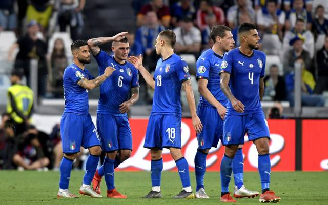 TURIN, ITALY - JUNE 11:  Players of Italy celebrate the win at the end of the UEFA Euro 2020 Qualifier between Italy and Bosnia and Herzegovina at Juventus Stadium on June 11, 2019 in Turin, Italy.  (Photo by Filippo Alfero/Getty Images)