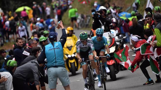 CYCLING-FRA-TDF2019-BREAKAWAY Am Col du Tourmalet werden die Fahrer wieder von zahlreichen Fans angefeuert werden