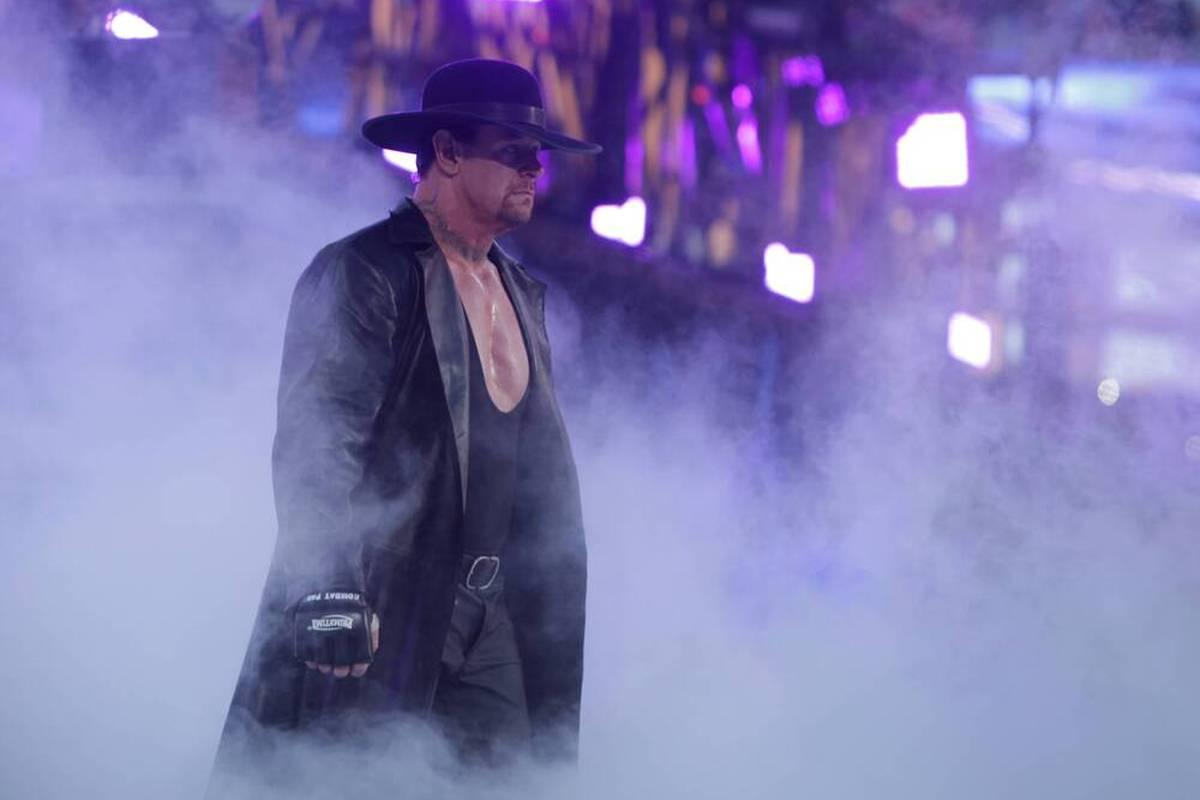 Wrestling-Legende The Undertaker taucht in Riad bei einem Konzert von Rapstar Pitbull auf. Wird er auch heute Abend bei der WWE-Show Crown Jewel auftreten?