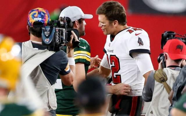 Tom Brady (r.) und Aaron Rodgers treffen aufeinander in den NFL-Playoffs