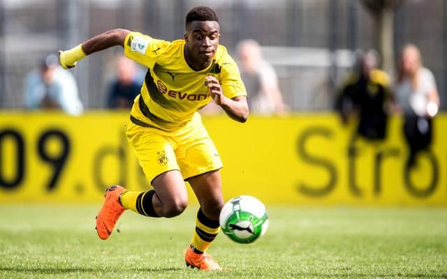 Transfermarkt: Dortmund bindet Supertalent Youssoufa Moukoko langfristig