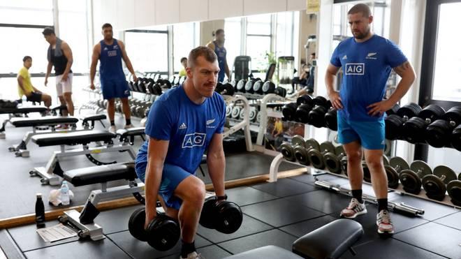 Training im Fitnessstudio hält fit