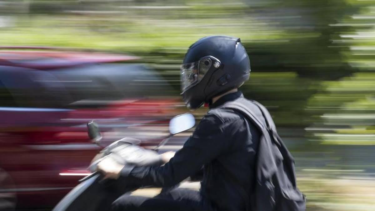 Finger weg: Manche Roller für bis zu 45 km/h lassen sich leicht illegal schneller machen, doch das ist nicht nur verboten, sondern überfordert zumeist Fahrer als auch die Bremsanlage