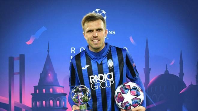 Josip Ilicic mit der Auszeichnung zum Man of the Match nach seinem Viererpack beim FC Valencia