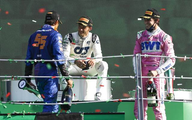 Carlos Sainz, Pierre Gasly und Lance Stroll (v.l.) machten einen Finnen um mehr als 33.000 Euro reicher
