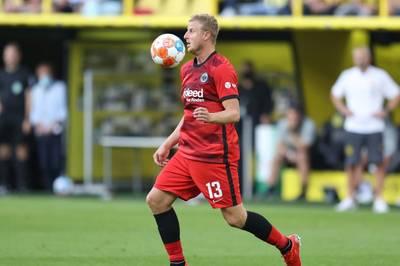 Bundesligist Eintracht Frankfurt bangt vor dem Auswärtsspiel beim VfL Wolfsburg um den Einsatz von Abwehrchef Martin Hinteregger.