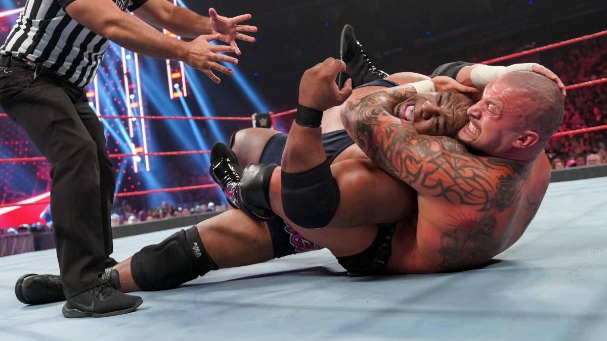 Karrion Kross besiegte Keith Lee bei WWE RAW mit dem Finisher Kross Jacket