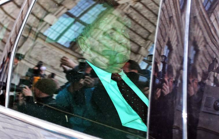 Das Gesicht zeigt keinerlei Regung, der Blick geht ins Leere: Am 13. März 2014 wird Uli Hoeneß wegen Steuerhinterziehung zu drei Jahren und sechs Monaten Haft verurteilt