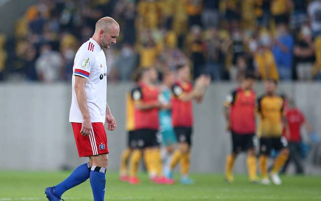 Toni Leistner kletterte nach dem DFB-Pokalspiel bei Dynamo Dresden auf die Tribüne und attackierte einen Fan , der ihn zuvor verbal beleidigt haben soll