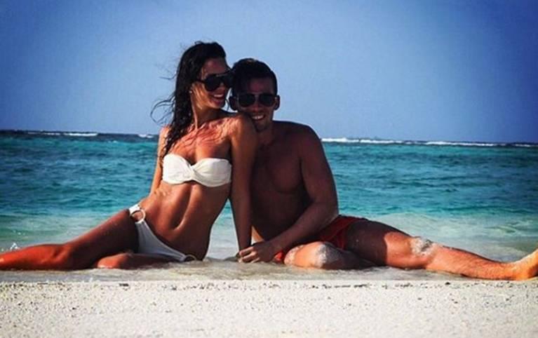 HSV-Profi Zoltan Stieber genießt mit seiner Freundin die letzten Momente am Strand, ehe es mit dem HSV in die Vorbereitung zur Rückrunde geht