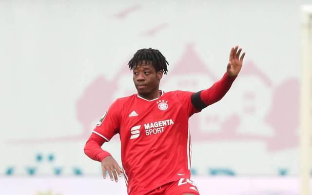 Bright Arrey-Mbi feiert sein Profidebüt für den FC Bayern