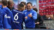 Schalke's German headcoach David Wagner (R) and Schalke's Spanish midfielder Omar Mascarell (C) celebrate after the German First division Bundesliga football match between RB Leipzig and Schalke 04 in Leipzig, on September 28, 2019. (Photo by Ronny Hartmann / AFP) / DFL REGULATIONS PROHIBIT ANY USE OF PHOTOGRAPHS AS IMAGE SEQUENCES AND/OR QUASI-VIDEO        (Photo credit should read RONNY HARTMANN/AFP/Getty Images)
