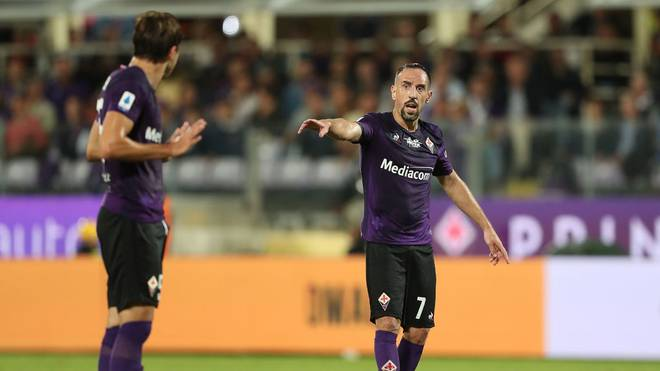 FLORENCE, ITALY - SEPTEMBER 25: Frank Ribery of ACF Fiorentina gestures during the Serie A match between ACF Fiorentina and UC Sampdoria at Stadio Artemio Franchi on September 25, 2019 in Florence, Italy.  (Photo by Gabriele Maltinti/Getty Images)