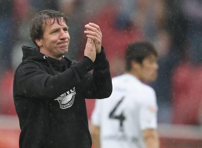 Der fünfte Abstieg von Hannover 96 aus der Bundesliga ist besiegelt, nach dem Frankfurter Sieg ist Daniel Stendels Team nicht mehr zu retten. Für Felix Klaus setzt sich damit eine verflixte Serie fort. Der BVB jagt derweil seinen eigenen Meisterrekord. SPORT1 präsentiert die Daten-Highlights des 31. Spieltags