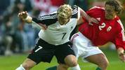Sein Debüt feiert der damals 19-Jährige im Vorfeld der EM 2004 beim Vorbereitungsspiel gegen Ungarn. Die Partie gegen das von Lothar Matthäus trainierte Team geht zwar mit 0:2 verloren, aber Schweinsteiger darf trotzdem mit zu seinem ersten großen Turnier