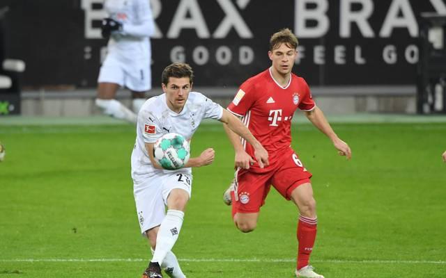 Jonas Hofmann (l., mit Joshua Kimmich) zeigte gegen den FC Bayern eine nationalmannschaftswürdige Leistung
