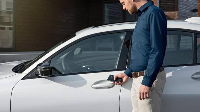 Bei BMW lassen sich neue Modelle optional mit dem Smartphone öffnen
