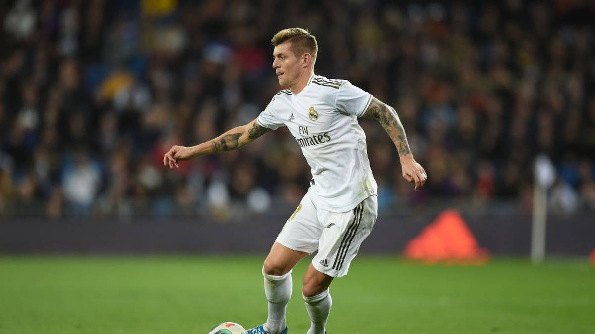 MADRID, SPAIN - DECEMBER 22:  Toni Kroos of Real Madrid CF in action during the Liga match between Real Madrid CF and Athletic Club at Estadio Santiago Bernabeu on December 22, 2019 in Madrid, Spain. (Photo by Denis Doyle/Getty Images)