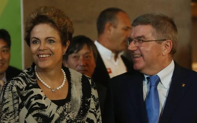 Dilma Rousseff (l.) im Gespräch mit IOC-Präsident Thomas Bach (r.)