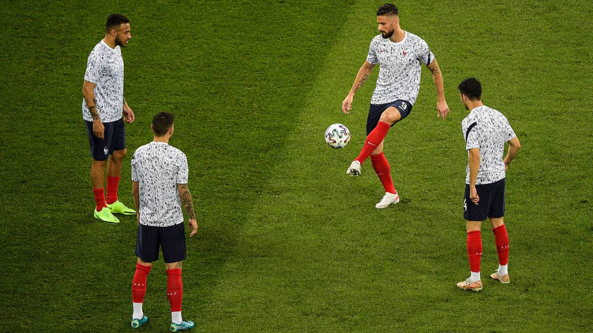 Corentin Tolisso (l.) im Training der französischen Nationalmannschaft