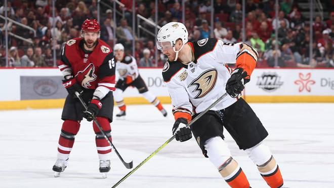 Korbinian Holzer hat seinen Vertrag mit den Anaheim Ducks verlängert