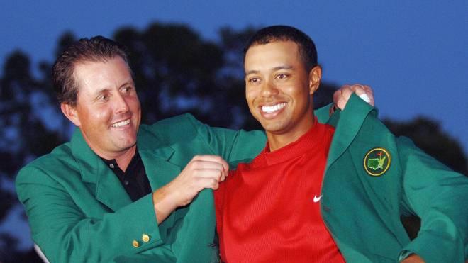 Zuletzt bekam Tiger Woods (r.) das Masters-Jackett nach seinem Triumph 2005 überreicht