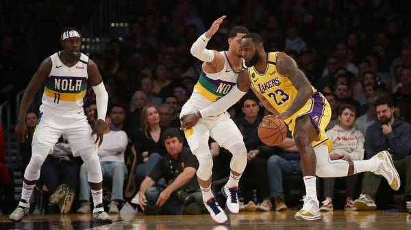 LeBron James (r.) gelang ein Triple-Double gegen die New Orleans Pelicans