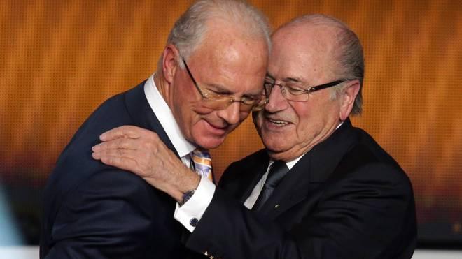 Franz Beckenbauer (r.) war Präsident des WM-Organisationskomitees